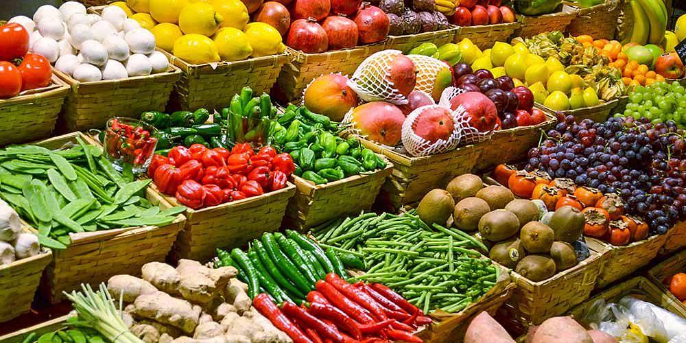 Ovoce a zelenina v obchodě - Shutterstock