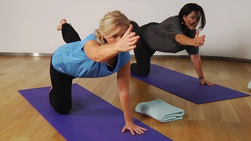 Uvolnění kloubů po celodenním sezení (terapeutická jóga)