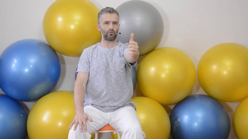 Cvičení na židli proti bolestem zad