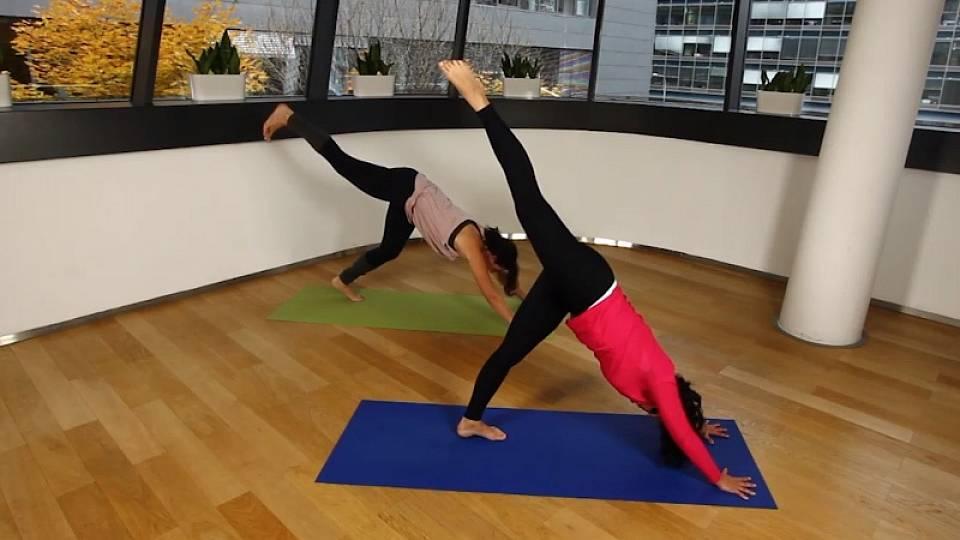 Sestava power jógy zaměřená na zpevnění horní části těla